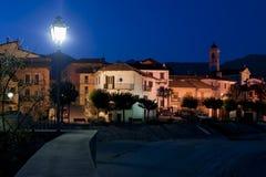 Opinião típica da noite da cidade italiana foto de stock