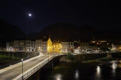 Opinião Tarascon-sur-Ariège da noite imagens de stock royalty free