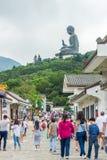 Opinião Tian Tan Buddha de Ngong Ping Village Fotografia de Stock Royalty Free