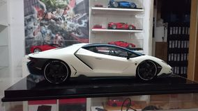 Opinião traseira automobilístico do modelo à escala de Lamborghini Centenario Tricolore Imagens de Stock Royalty Free