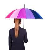Opinião traseira a mulher de negócio que guarda o guarda-chuva em b branco Foto de Stock Royalty Free