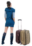 Opinião traseira a mulher moreno de viagem com mala de viagem fotografia de stock