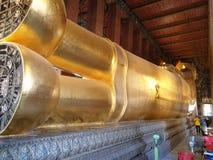 Opinião traseira o buddha de reclinação foto de stock