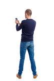 Opinião traseira o homem no terno que fala no telefone celular Fotos de Stock