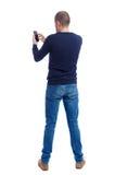 Opinião traseira o homem no terno que fala no telefone celular Fotos de Stock Royalty Free