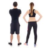 Opinião traseira o homem novo e a mulher no sportswear isolado no branco fotografia de stock royalty free