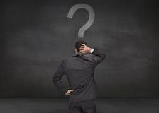 Opinião traseira um homem de negócios pensativo Imagens de Stock