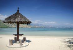 Opinião tropical da praia do branca de Areia perto de dili em Timor-Leste Foto de Stock