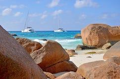 Opinião tropical da praia na ilha de Seyshelles Foto de Stock
