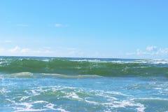 Opinião tropical e mar da areia da praia imagens de stock royalty free