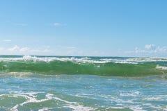 Opinião tropical e mar da areia da praia fotos de stock royalty free