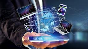 A opinião um homem de negócios que guarda um computador e dispositivos indicou o Imagem de Stock
