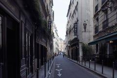 Opinião um pessoa na área de St Germain de Paris imagens de stock