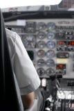 Opinião uma cabina do piloto e um piloto Fotografia de Stock Royalty Free