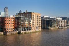 Opinião urbana da paisagem da cidade de Londres de Tamisa Foto de Stock Royalty Free
