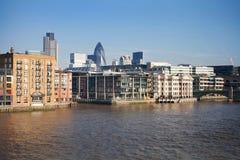 Opinião urbana da paisagem da cidade de Londres de Tamisa Fotografia de Stock