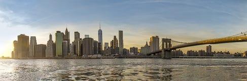 Opinião urbana do centro de Manhattan com ponte de Brooklyn Fotografia de Stock Royalty Free