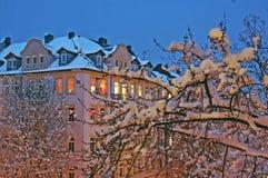 Opinião urbana do inverno na noite Foto de Stock Royalty Free