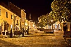 Opinião velha barroco da noite da rua de Varazdin Fotografia de Stock Royalty Free