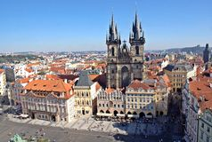Opinião velha da praça da cidade, Praga Czechia Imagens de Stock