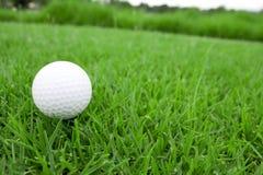 Opinión 1 de la pelota de golf y del club imágenes de archivo libres de regalías