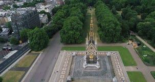 Opinión aérea Albert Memorial real en Hyde Park en Londres almacen de video