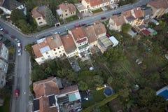 Opinión aérea altamente detallada de la ciudad con los cruces, caminos, casas, Imagen de archivo libre de regalías