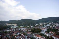 Opinión aérea altamente detallada de la ciudad con los cruces, caminos, casas Fotos de archivo