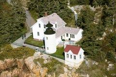 Opinión aérea Bass Harbor Head Lighthouse, parque nacional del Acadia, Maine, lado oeste de la isla desierta del soporte Imágenes de archivo libres de regalías