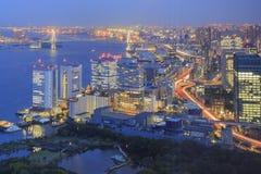 Opinión aérea céntrica de Shiodome en la noche Imagenes de archivo