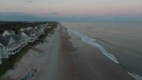 Opinión aérea Carolina Beach del norte en la salida del sol almacen de metraje de vídeo