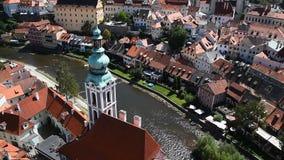 Opinión aérea Cesky Krumlov del alto ángulo, checo almacen de video
