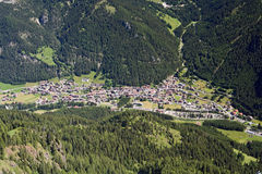 Opinión aérea de Canazei Imagen de archivo libre de regalías