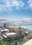 Opinión aérea de Dubai con el puerto deportivo Fotografía de archivo libre de regalías
