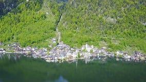 Opinión aérea de Hallstatt, Austria almacen de video