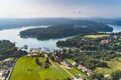 Opinión aérea de Jezioro Solinskie imagenes de archivo