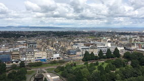 opinión aérea de 4K UltraHD de Edimburgo en Escocia almacen de metraje de vídeo
