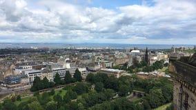 opinión aérea de 4K UltraHD de Edimburgo, Escocia almacen de metraje de vídeo