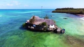 Opinión aérea de la costa de Zanzíbar el restaurante de la roca Foto de archivo
