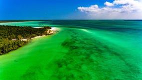 Opinión aérea de la costa de Zanzíbar sobre el océano Imagen de archivo