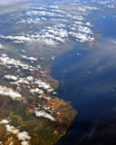 Opinión aérea de la isla de mar del sur   Foto de archivo
