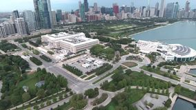 Opinión aérea de la línea de la playa del lago Michigan en Chicago, Illinois almacen de metraje de vídeo