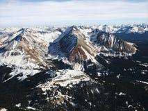 Opinión aérea de la montaña rocosa. Imagen de archivo