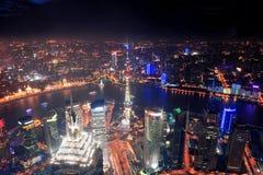 Opinión aérea de la noche de Shangai Imágenes de archivo libres de regalías