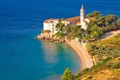 Opinión aérea de la playa y del monasterio de Bol Fotografía de archivo libre de regalías