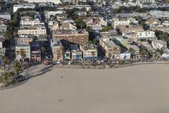 Opinión aérea de la tarde del paseo marítimo de la playa de Venecia en Los Ángeles C Imágenes de archivo libres de regalías