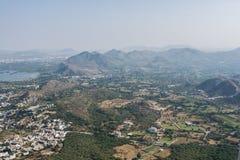 Opinión aérea de las colinas brumosas Fotografía de archivo libre de regalías
