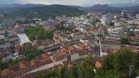 Opinión aérea de Ljubljana, viaje al centro económico y cultural de Eslovenia, turismo almacen de video