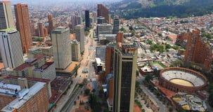 Opinión aérea de los distritos de Bogotá Santa Fe almacen de metraje de vídeo