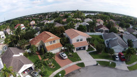 Opinión aérea de los hogares suburbanos Fotos de archivo